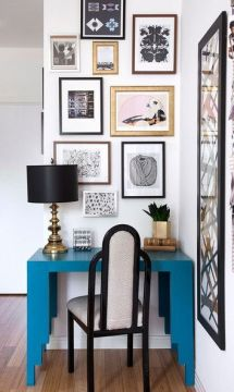 The artwork gallery pairs well with the chair color.