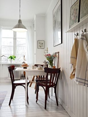 A brightly balanced breakfast nook.