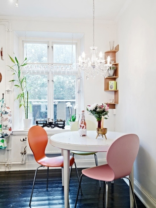 A color pop dining room idea.