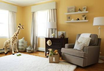 Yellow is a cheerful and energetic color that gives this nursery a luminous and optimistic look.