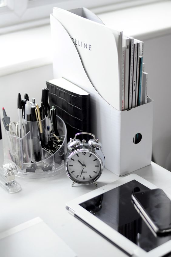 Ways to Keep Your Desk Stylish and Neat