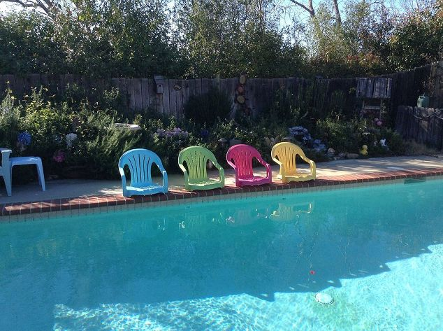 pool-chairs-outdoor-furniture-outdoor-living-painted-furniture