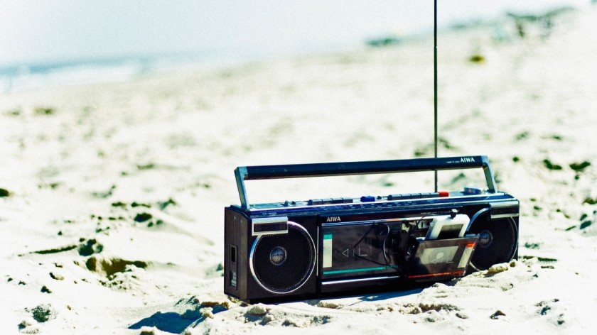 beach-essential-tech-boombox-ipod_h