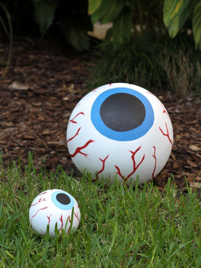 ci-brittni-melhoff_halloween-bloodshot-eyeball_v-jpg-rend-hgtvcom-1280-1707