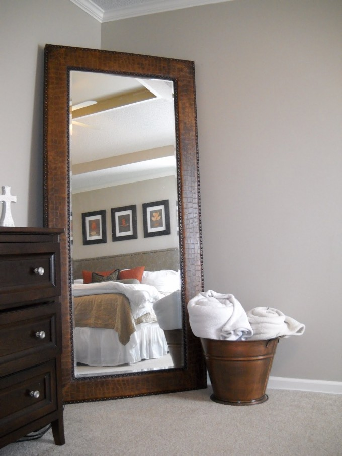 Interior decorator bedroom hacks lux lifestyle for Big bedroom wall mirror