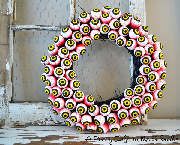 1465937422-spooky-eyeball-wreath