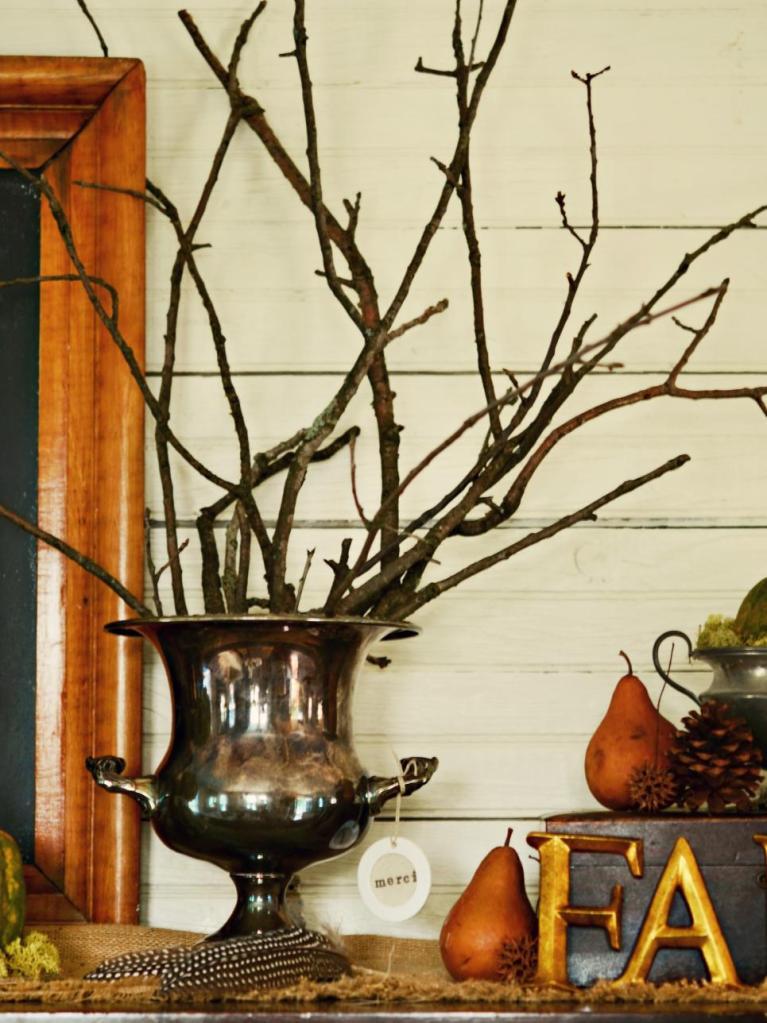 original_marian-parsons-thanksgiving-entray-arrangement-rustic-meets-refined_s3x4-jpg-rend-hgtvcom-966-1288